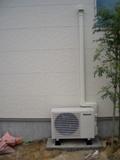 換気機能付きエアコンの室外側